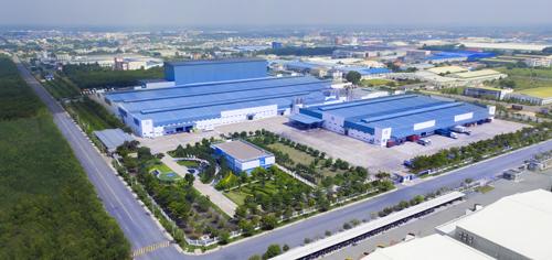 Ngoài 3 nhà máy tại nước ngoài, hiện Vinamilk có 13 nhà máy trong nước, trong đó đáng kể 2 siêu nhà máy sản xuất trị giá gần 5.000 tỷ đồng bằng vốn tự có tại tỉnh Bình Dương