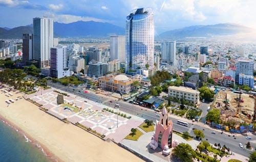 nằm trên khu đất 4 mặt tiền đường lớn là Nguyễn Thị Minh Khai - Hùng Vương - Phố đi độ - Nhà hát thành phố