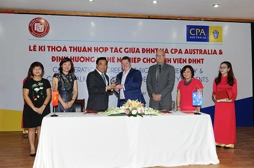 Lễ ký gia hạn Thỏa thuận Hợp tác giữa CPA Australia và ĐH Ngoại thương đã được tiến hành vào sáng 26/20/2016, và được đón nhận bởi đại diện lãnh đạo hai bên