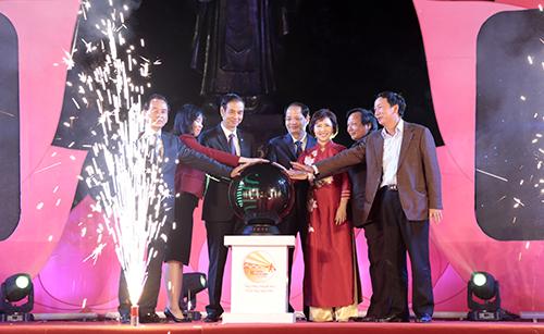 Đại diện ban tổ chức và các cấp lãnh đạo Hà Nội khai mạc Tháng khuyến mại Hà Nội 2016.