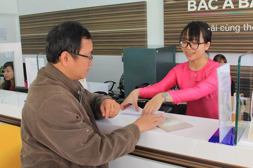 Khách hàng giao dịch ngày khai trương Ngân hàng Bắc Á  Chi nhánh Đà Lạt