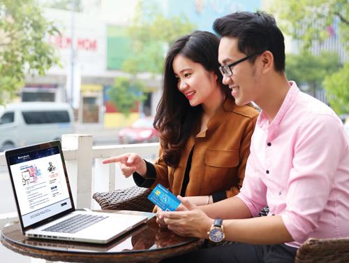 Mọi thông tin chi tiết, khách hàng vui lòng truy cập www.sacombank.com.vn; hoặc liên hệ Trung tâm Dịch vụ khách hàng Sacombank 24/7 theo số điện thoại 1900 5555 88 / 08 3526 6060 hoặc email ask@sacombank.com.