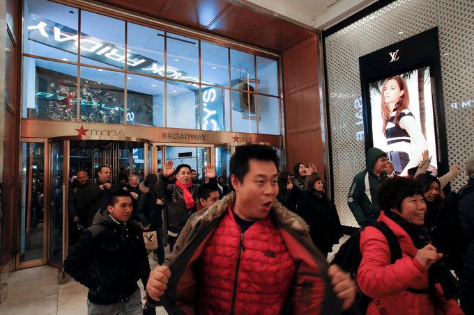 Cơn sốt mua sắm Black Friday bắt đầu tại Mỹ