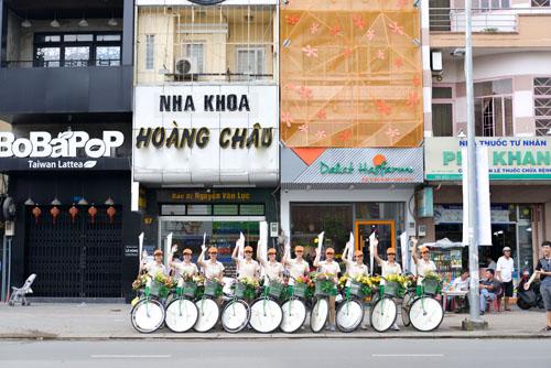 hang-tram-nguoi-du-khai-truong-cua-hang-hoa-tuoi-dalat-hasfarm-5