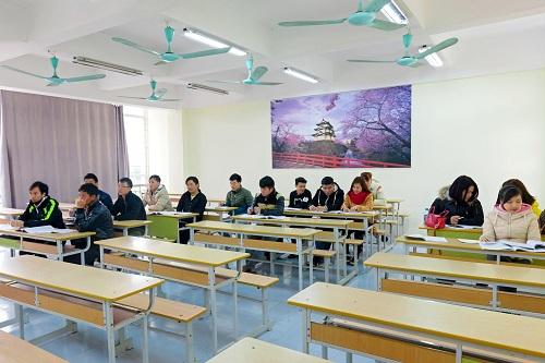 Sinh viên ngành Điều dưỡng được đào tạo song song chuyên ngành và ngôn ngữ tiếng Đức.