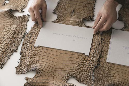 Những tấm da có chất lượng tốt nhất luôn là ưu tiên hàng đầu của Bottega Veneta khi tạo ra một chiếc túi.