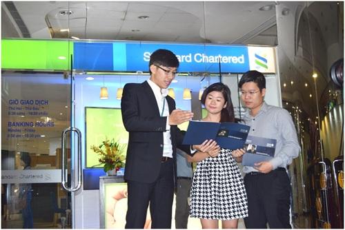 standard-chartered-giu-chan-nhan-su-bang-chinh-sach-dai-ngo