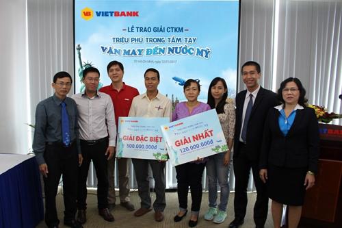 khach-hang-nhan-thuong-so-tiet-kiem-500-trieu-dong-tu-vietbank-2