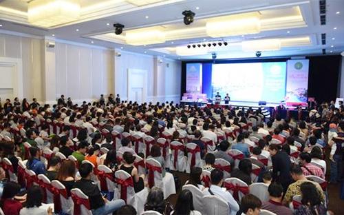 Đến hơn 500 KH đã đến tham dự rút thăm giành quyền ưu tiên giữ chỗ chọn mua 1 trong số 270 căn đc đưa ra chào bán.