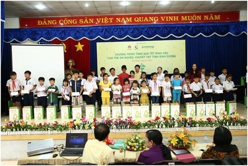 Chương trình trao quà Tết cho hơn 500 trẻ em nghèo, khuyết tật tỉnh Bình Dương vào ngày 21/1 vừa qua.
