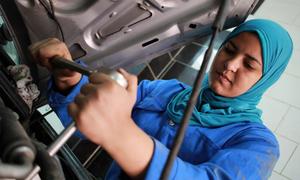 Nơi phụ nữ hào hứng học sửa xe, thông ống cống
