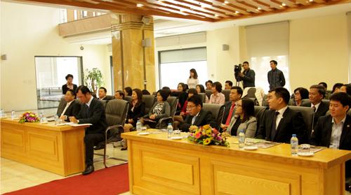 Đông đảo nhà đầu tư quan tâm cổ phiếu BTV đến tham dự Lễ niêm yết