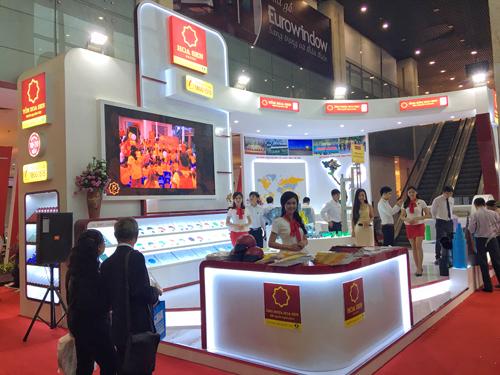 Gian hàng trưng bày sản phẩm của Tập đoàn Hoa Sen tại Vietbuild Hà Nội.