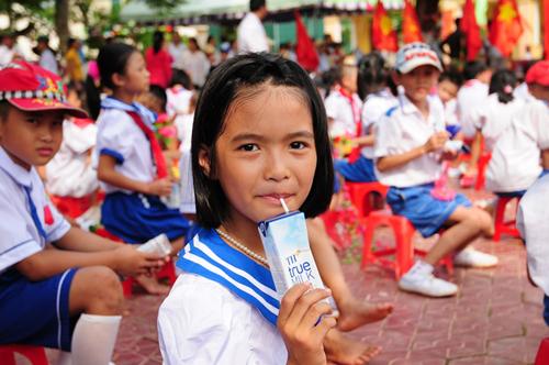 th-true-milk-cung-cap-sua-tuoi-dat-chun-cho-sua-hoc-duong