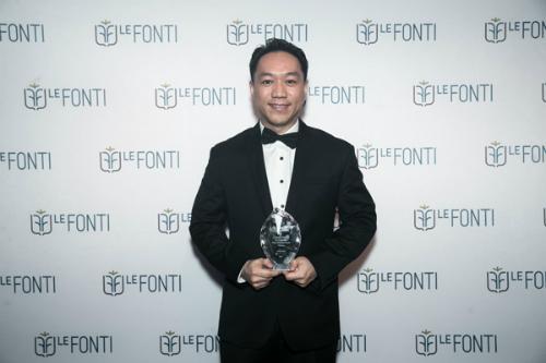 Ông Han Suk Jung, Giám đốc điều hành SonKim Land đại diện nhận giải thưởng IAIR cho hạng mục Doanh nghiệp của năm - Dẫn đầu ngành bất động sản