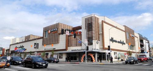 Trung tâm mua sắm California Marketplace tại Los Angeles được xây dựng với nguồn vốn EB-5