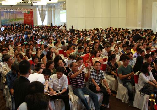 Hơn 800 người dự buổi mở bán dự án Saigon South Residences. Ảnh: Hà Mai
