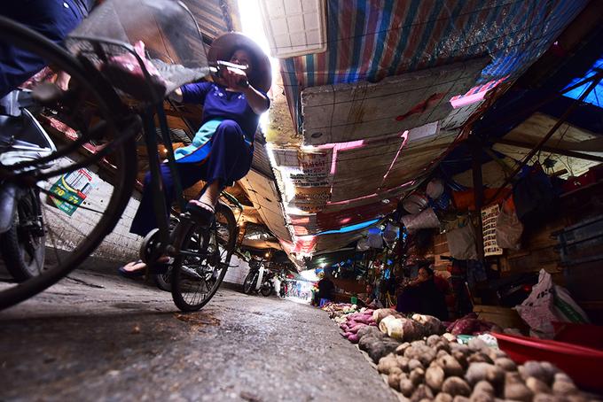 Chợ mới, chợ cũ ở Hà Nội quanh năm vắng khách