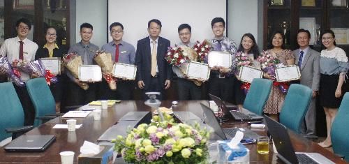 OCB trao chứng nhận tốt nghiệp cho các quản trị viên tập sự