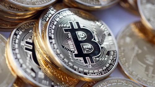 gia-bitcoin-vuot-moc-1900-usd
