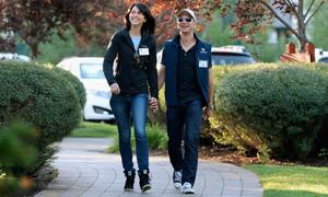 Những đôi giày bình dân của CEO công nghệ thế giới