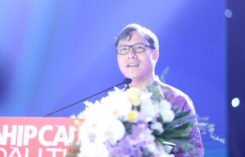 Thứ trưởng Bộ Kế hoạch và Đầu tư Đặng Huy Đông biểu dương các doanh nghiệp hoạt động tốt nhất.