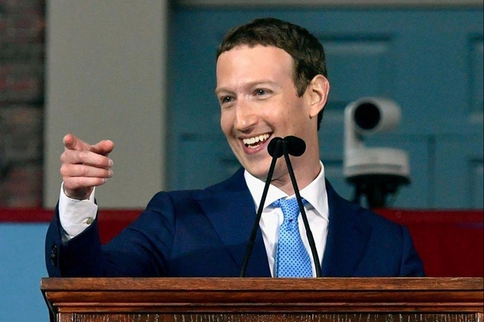<p> Không có gì ngạc nhiên khi Zuckerberg - người đàn ông 33 tuổi đang điều hành mạng xã hội có mức vốn hóa hơn 433 tỷ USD, là người bận rộn suốt cả ngày. Nhưng CEO của Facebook vẫn có thể cân bằng giữa công việc và cuộc sống, vẫn có thời gian tập thể dục, đi du lịch và dành thời gian cho gia đình.</p>