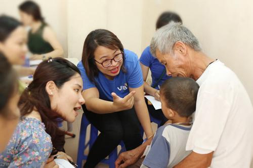 Mọi đăng ký phẫu thuật, vui lòng liên lạc trực tiếp với Operation Smile Việt Nam qua các  điện  thoại văn phòng tại Hà Nội (04.3936 5426) và TP.HCM (08.2222 1008) trong giờ hành  chính hoặc đường dây nóng: 090 488 5555.