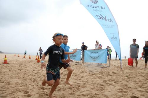 Le Fruit Triathlon 2017 bao gồm nội dung Aero Kid (bơi 50m, đạp xe 2km và chạy bộ 1,5km) cho trẻ từ 6 đến 19 tuổi; Rookie (bơi 100m, đạp xe 4km và chạy bộ 3km); Duathlon (chạy bộ 5km, đạp xe 20km và tiếp tục chạy bộ 5km).