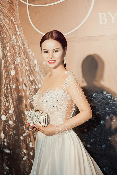 hoa-hau-vivian-van-tuyen-sinh-miss-mrs-vietnam-ao-dai-tai-my-1