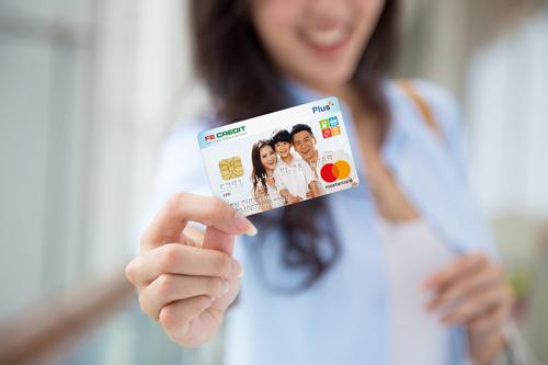 Tham khảo thêm thông tin và các chương trình khuyến mãi của FE CREDIT tại: www.fecredit.com.vn, tải ứng dụng www.bit.ly/ungdung_FECREDIT hoặc gọi đường dây nóng (08) 39 111 555 để được tư vấn trực tiếp miễn phí về các gói vay tiêu dùng tín chấp.