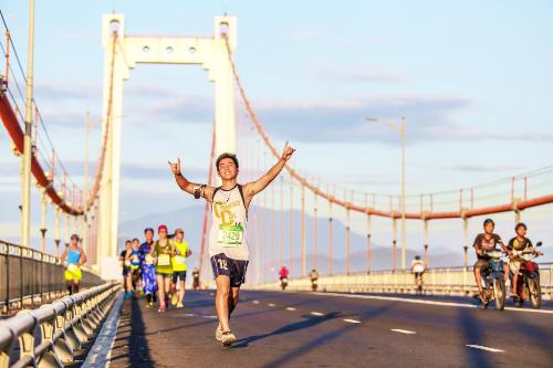 sap-dien-ra-cuoc-thi-chay-manulife-danang-international-marathon-2017-1