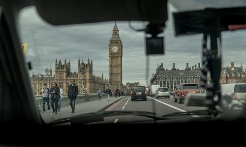 tran-chien-the-ky-giua-uber-va-taxi-tai-london