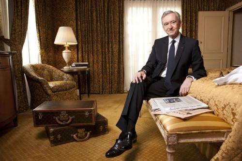 Chân dung Bernard Arnault - ông chủ tập đoàn xa xỉ hàng đầu thế giới LVMH.
