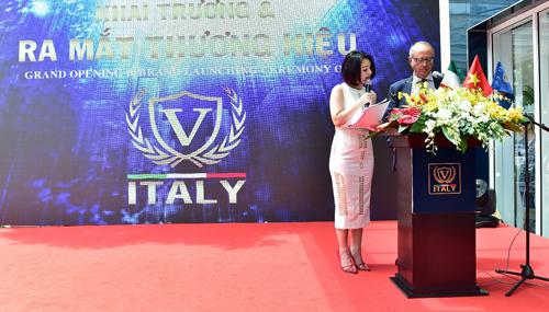 Đại diện Lãnh sự quán Italy chia sẻ về sự hợp tác xúc tiến thương mại giữa hai quốc gia Việt Nam - Italy nói chung và thương hiệu V-Italy với các thương hiệu nổi tiếng ngành nội thất tại Italy nói riêng