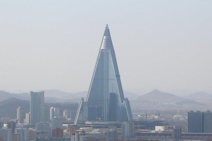 Phía sau vẻ hào nhoáng của tòa nhà cao nhất Triều Tiên