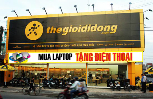 moi-ngay-the-gioi-di-dong-chi-gan-83-ty-dong-tra-no-ngan-hang