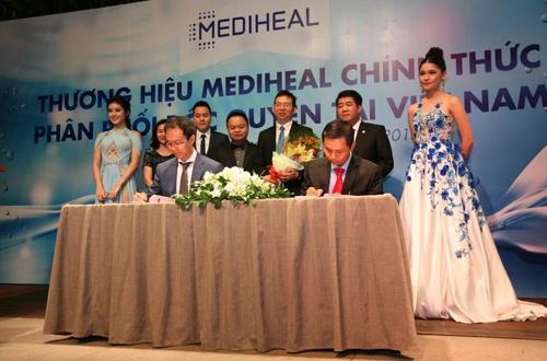 Kí kết hợp tác giữa Công ty TNHH Mediheal Việt Nam và Công ty L & P, đại diện Mediheal Hàn Quốc