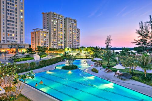 Những chủ nhân của biệt thự cảnh quan Riverside Residence được tận hưởng tiện ích đa dạng trong không gian cảnh quan đầy màu xanh.