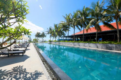 Đăng ký mua biệt thự và tham quan dự án liên hệ hotline 0931 923 999. Email: van.hoang@vinadanang.com. Website: www.theoceanestates.com.vn.