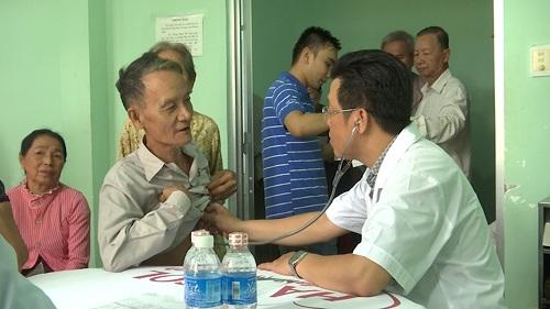 Dược Hậu Giang phối hợp cùng các đoàn thể khám bệnh miễn phí cho dân nghèo.