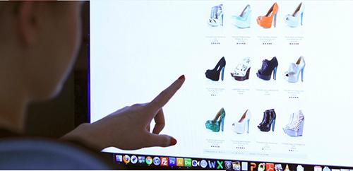 Chuỗi bán lẻ cho khách mua trực tuyến ngay trong cửa hàng