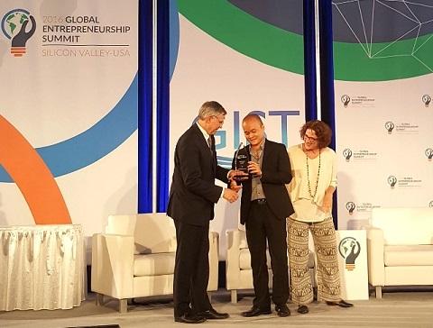 Anh Đào Xuân Hoàng nhận giải Nhất Sáng Kiến Toàn Cầu cho sản phẩm Monkey Junior