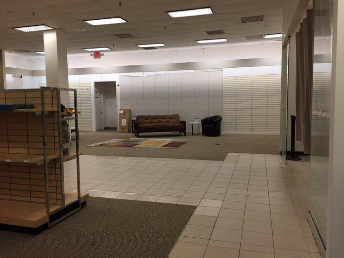 Những trung tâm thương mại bỏ hoang tại Mỹ