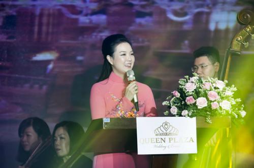 Bà Nguyễn Thị Trang Phương phát biểu trong buổi tiệc.