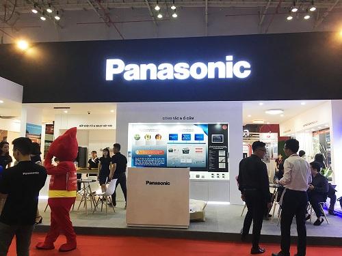 Gian hàng Panasonic ngày khai trương.
