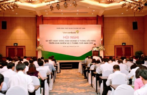 Tổng giám đốc Vietcombank Phạm Quang Dũng báo cáo kết quả hoạt động kinh doanh 9 th.áng đầu năm và triển khai nhiệm vụ các tháng cuối năm 2017