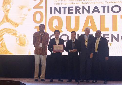 Ông Nguyễn Thanh Trung - Chủ tịch HĐQT kiêm Tổng Giám đốc Công ty Cổ phần Tôn Đông Á nhận Giải thưởng GPEA.
