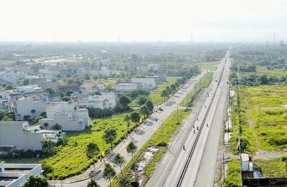 Tỉnh lộ 830 đoạn đi qua dự án hiện mở rộng lên 74 m. Nhà phân phối dự án, Công ty CP DKRA Việt Nam. Hotline: 0914793003 - 0917795005. Website: www.westerncity.vn