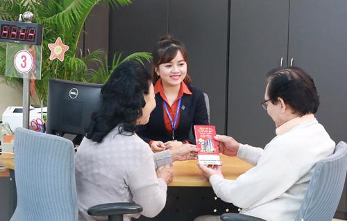 Mọi thông tin chi tiết, khách hàng vui lòng truy cập:  -    Website: www.khuyenmai.sacombank.com;  -    Hotline 24/7 theo số điện thoại: 1900 5555 88;  -    Email: ask@sacombank.com.